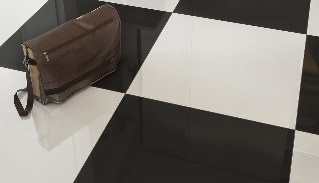 UNIVERSAL FLOORS POLER BLACK AND WHITE 3
