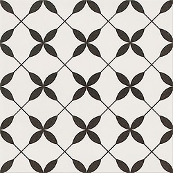 PATCHWORK CLOVER BLACK PATTERN
